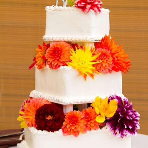 Gobo wedding cake a new way to use lighting on your special day